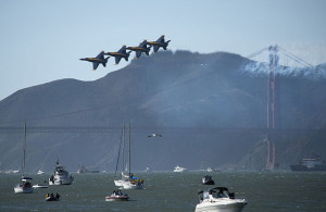 US_Navy_111008-N-DR144-321_The_U.S._Navy_flight_demonstration_squadron,_the_Blue_Angels,_fly_over_San_Francisco_Bay